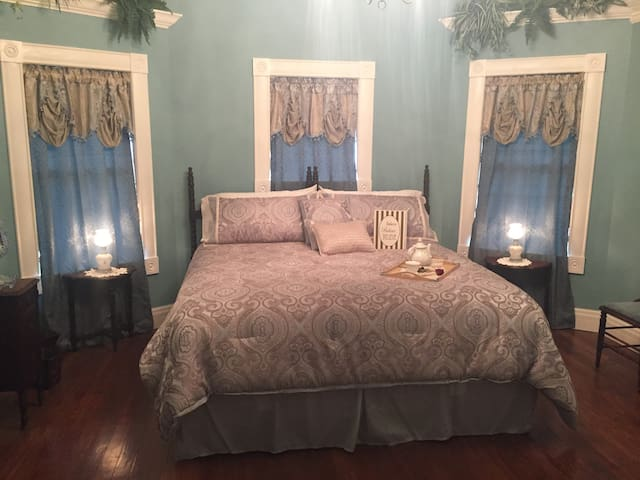 The Rt. 66 Gourley Manor Blue room King suite.