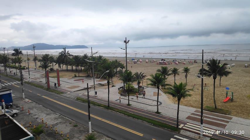 Praia Grande - Apto de frente para o Mar