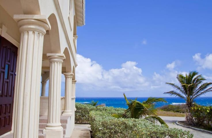 Luxury cliff top 2 bed Apartment with good view.