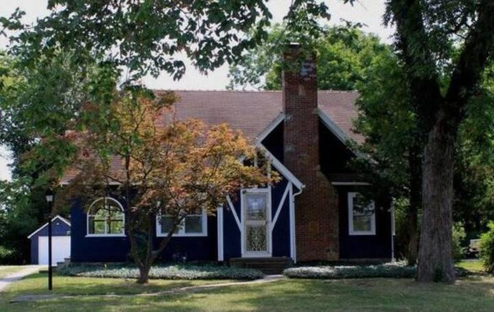 1920's Art Cottage