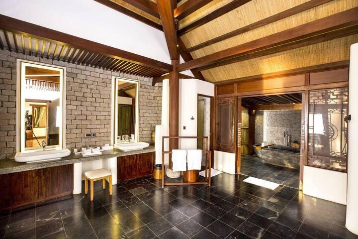 Grand 2-Bedroom Villa!