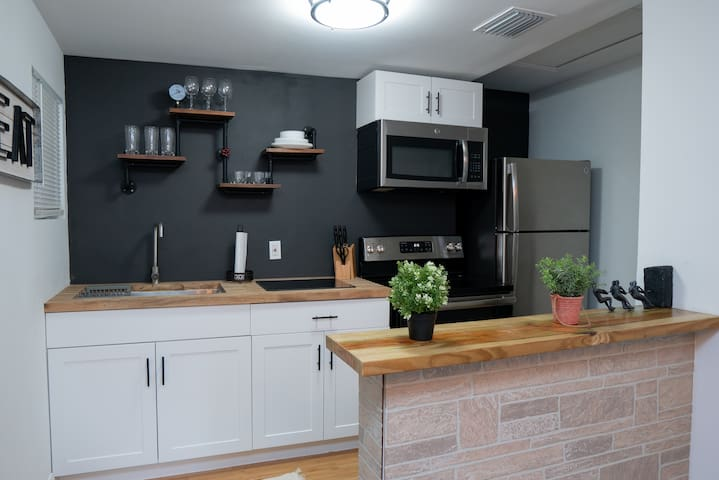 Renovated 1920's Industrial 1/1 Unit