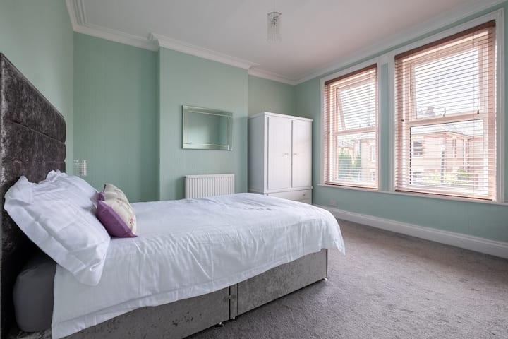 Beautiful 2 Bedroom Flat & Garden in Bournemouth