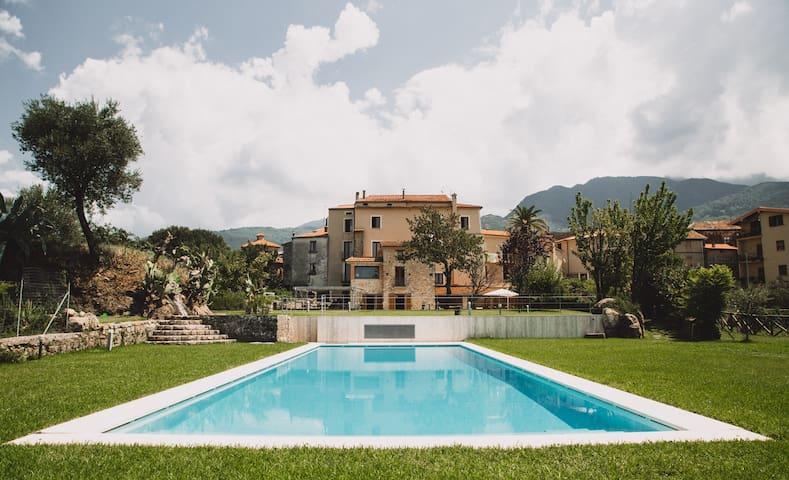 La Casa di Ester, villa with pool
