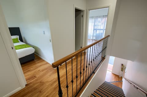 PELICANS ALBANY Premium  2 Bedroom Apartment