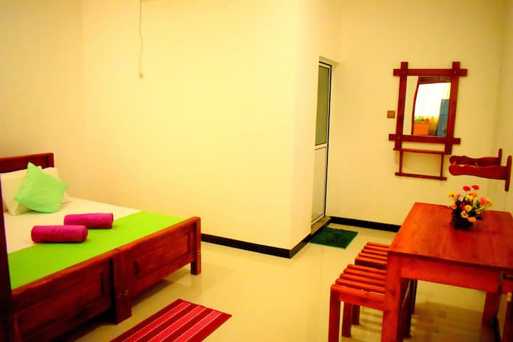 Ac Double Room/ Savindu Guest Inn