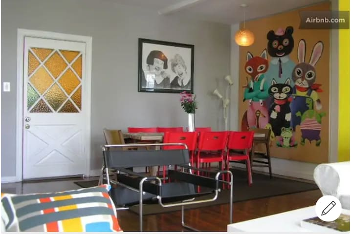 Melrose adorable 2 bedroom apartment in WeHo!