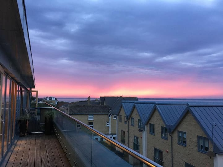 Penthouse Waterfront Apartment - Cowes