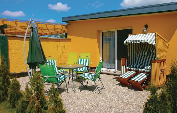 Holiday cottage with 1 room on 35 m² in Ummanz