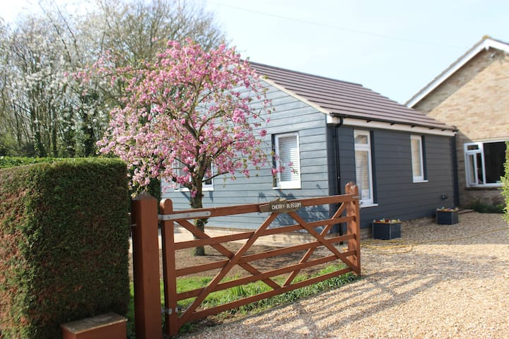 Cherry Blossom - bright, rural accommodation