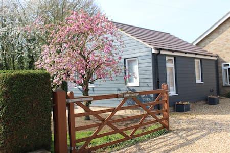 Cherry Blossom - bright, rural accommodation
