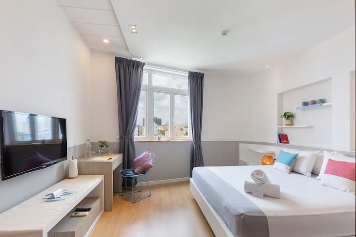 SUITE w/ KING-SIZED Bed right at CITY CENTER∙ NT42