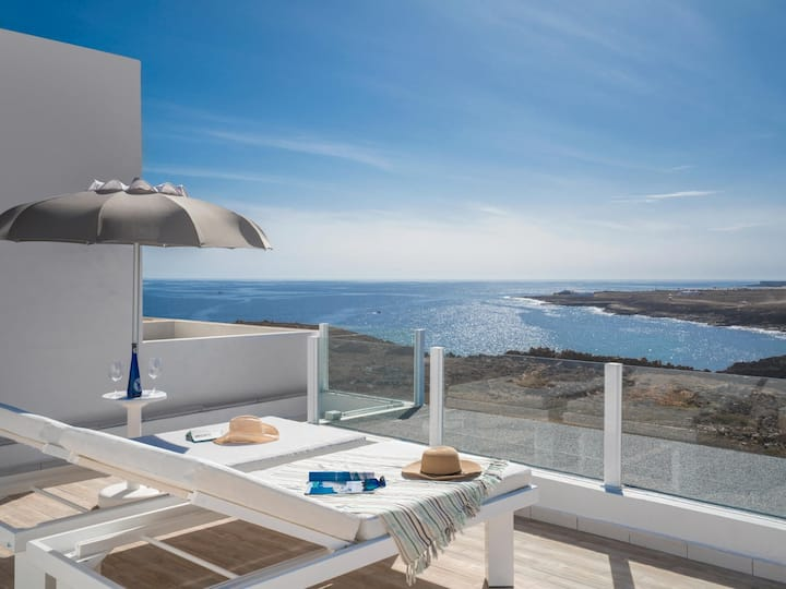 Newly renovated bungalow with private terrace and panoramic sea views