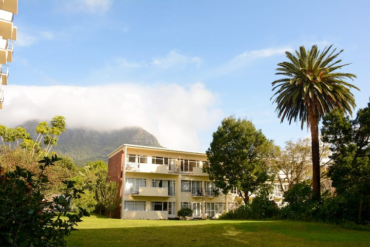 Cosy ground floor flat, walking distance from UCT