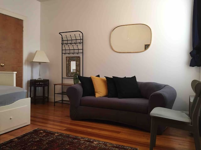 Charming Astoria bedroom minutes from midtown