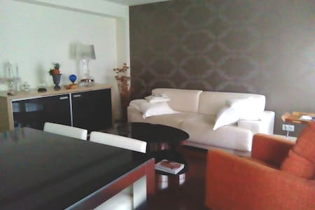 Room and bathroom in stylish flat in city centre - Oviedo