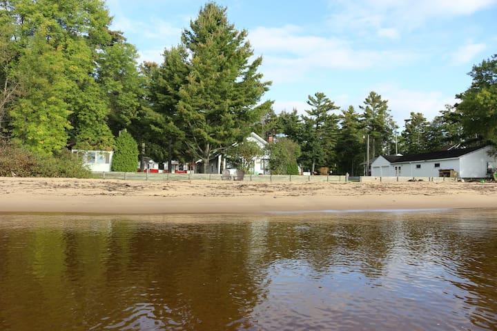 Cottage 5 on a Beautiful Lake Michigan Beach