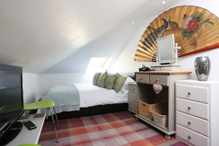 Double room near Southbourne great atmosphere
