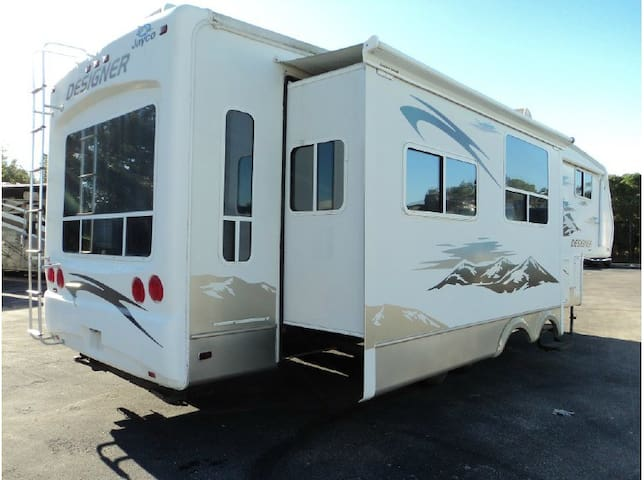 Private, spacious RV.  34 Ft, 4 slides. Lake View. - Lake Havasu City - Autocaravana