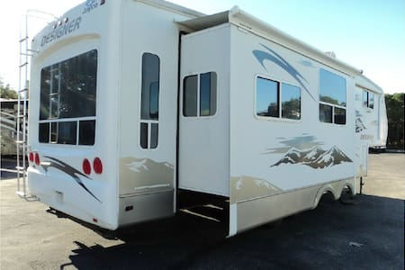 Private, spacious RV.  34 Ft, 4 slides. Lake View. - Lake Havasu City