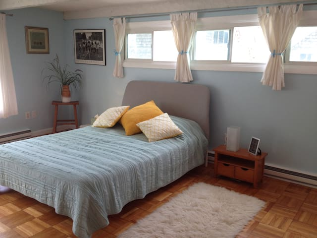 Spacious Light Filled Studio in the Heart of Ptown - Provincetown - Apartamento
