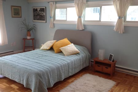 Spacious Light Filled Studio in the Heart of Ptown - Provincetown - Pis