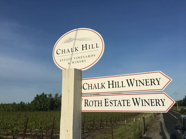 Chalk Hill Home Tucked Among the Vineyards - Healdsburg - Rumah