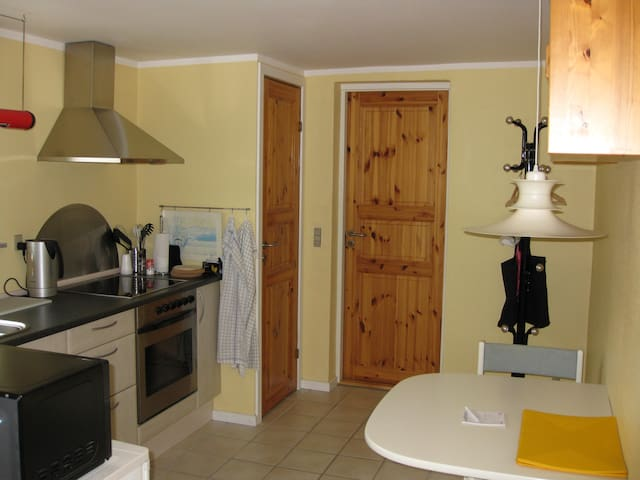 Apartement with own entrance. 3 single beds