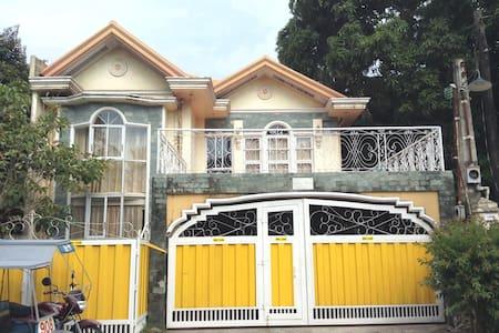 Casa Mia Bago City - Bago City - Bed & Breakfast