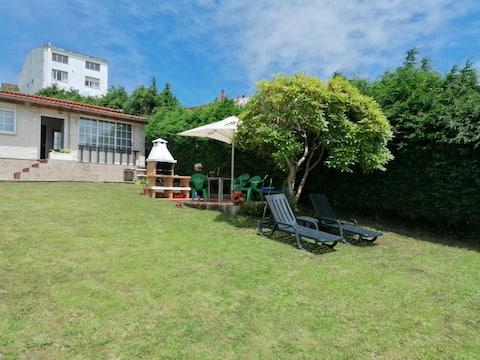 Preciosa casa con jardín y piscina.