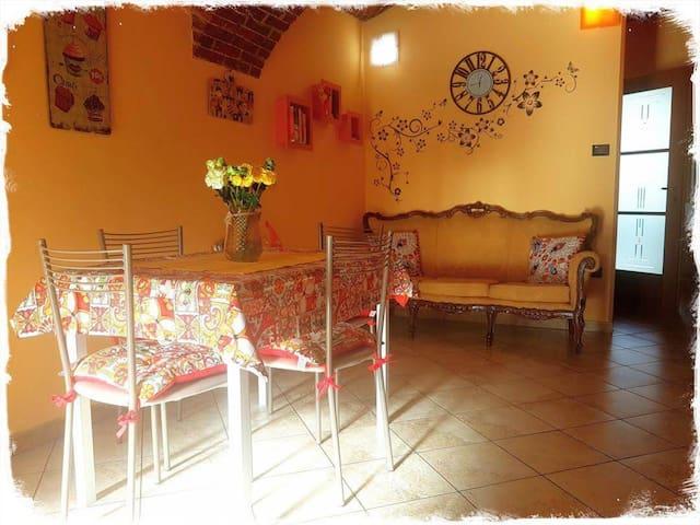 Angolo salotto e zona pranzo