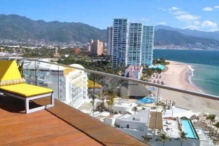 Amazing Ocean Views, Beach Front Condo at Icon