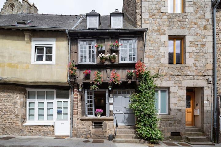 LA BELLE A COLOMBAGE - Maison XVIIème rénovée au coeur de Dinan