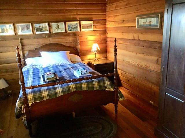 Bedroom #1 Upper Level / Double Bed