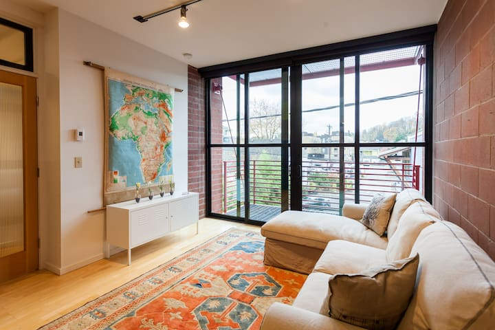 Columbia City Live-Above Loft - Seattle - Loft