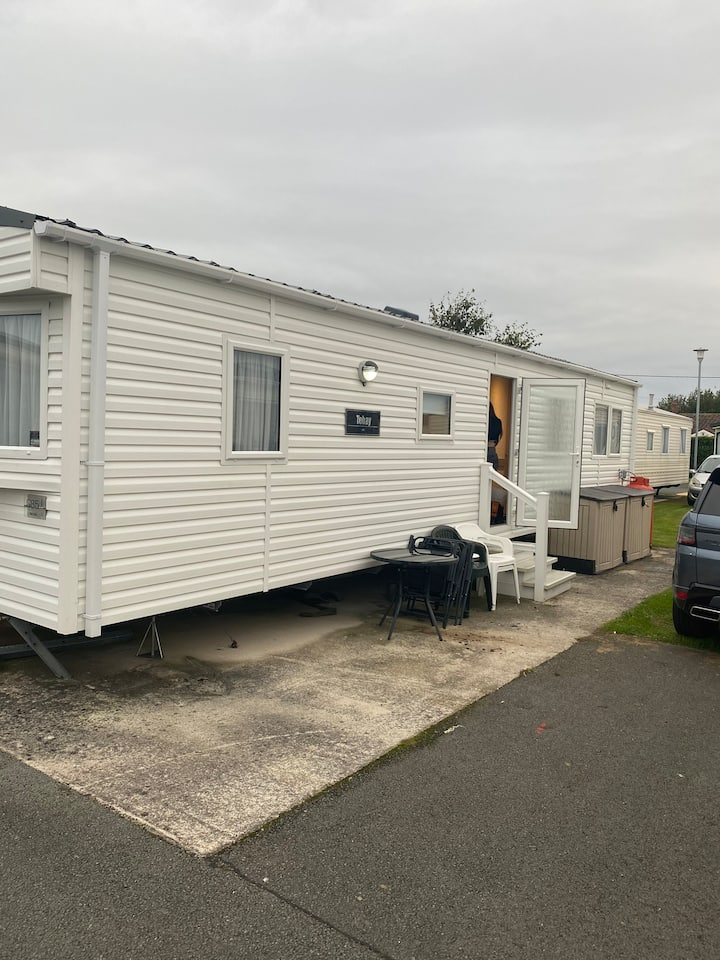 Lovely caravan to rent open till middle of january