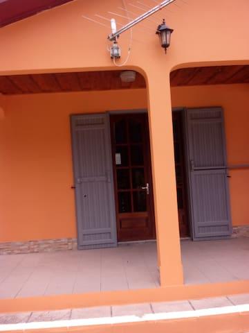 LOCATION SAISONNIERE CHEZ FRANCOIS A CILAOS