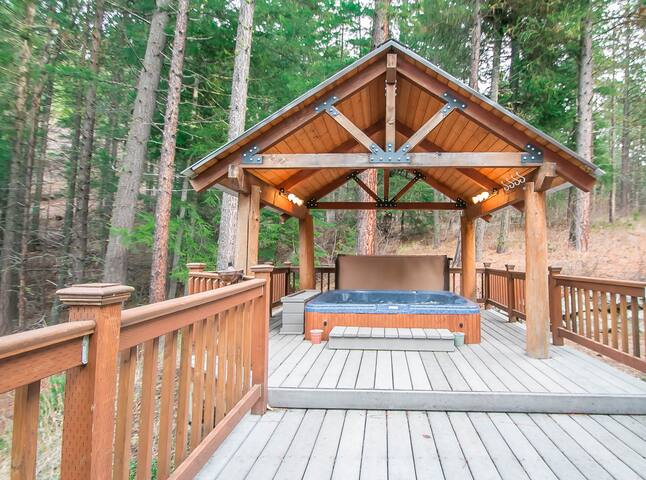 15% OFF MARCH SPECIAL- HIDDEN PINES Cozy and private getaway with hot tub- Hidden Pines-4 Bedroom, 2 Bathroom