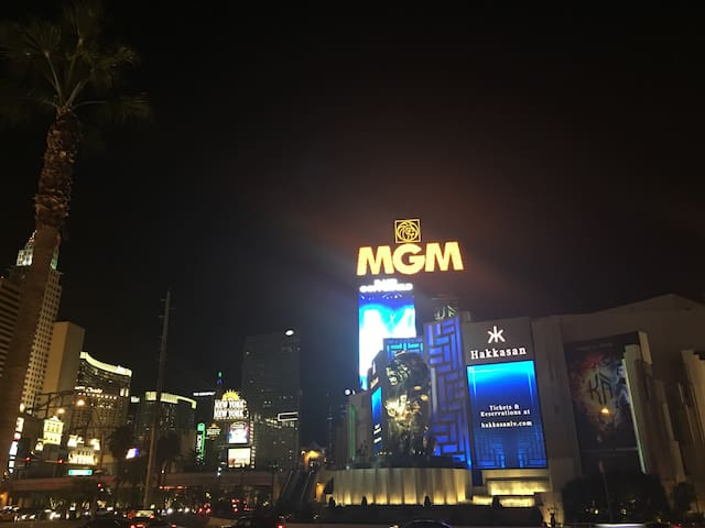 MGM Signature 2BR 2BA Penthouse Right On The Strip