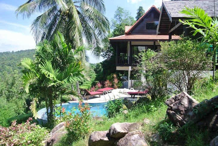 Luxury 6 berth Villa, Quiet Location, Pool