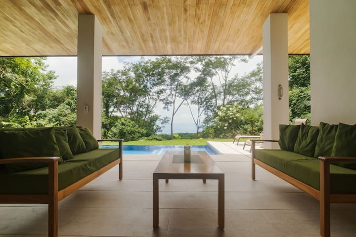 Casa Laka - New luxury home with Whale's Tail View