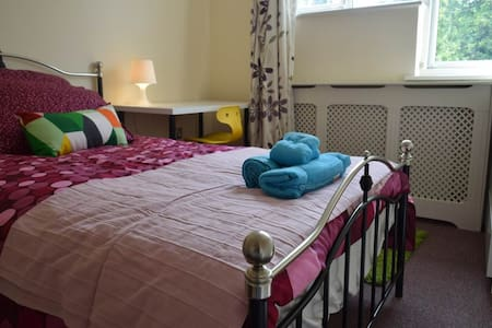 Bedroom 5 mins from Central Line (6) - Woodford - Hus