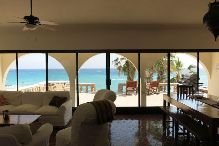 Casa Alvarado Beachfront Villa - 30-minute drive north of Los Barriles - Villa