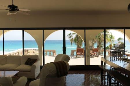 Casa Alvarado Beachfront Villa - 30-minute drive north of Los Barriles