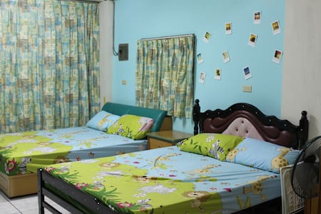 couchsurfing   (family welcome) - Lukang Township - House