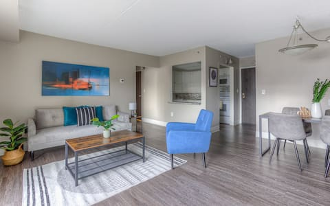 Vibrant 1 BR located in Capital City