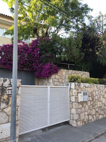 Amplia casa con jardín en Altafulla