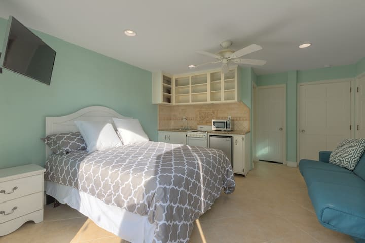 Studio unit, steps from the beach, sleeps 4 - Jacksonville Beach - Appartement