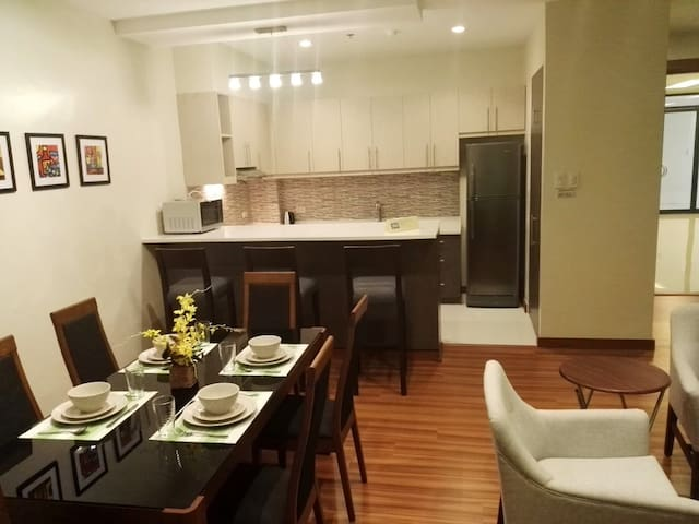 Clean and new 2 bed 2 bath - Makati - Appartamento
