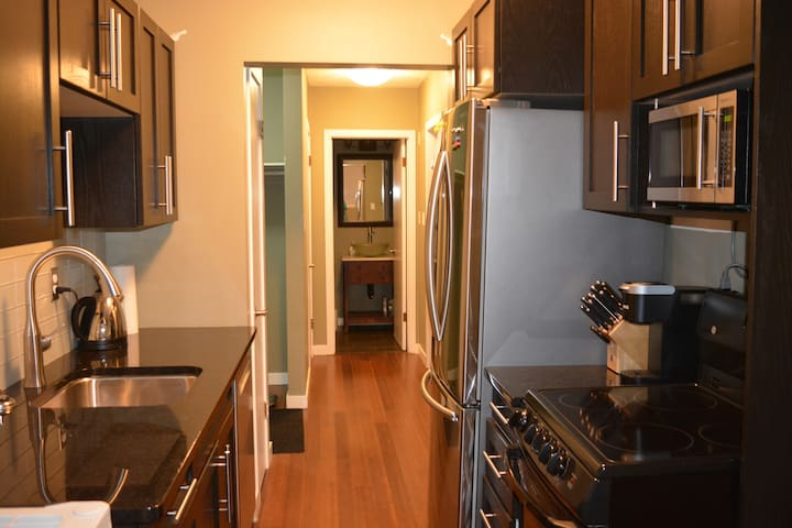 Walk Everywhere! Close to Downtown/Broadway/U of S